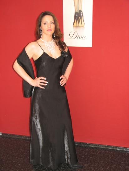 Abendkleid mit einer Rose & Stola / schwarz Größe: 40