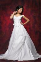 Brautkleid mit Perlen und Stickerei