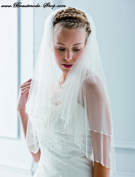 veil with pearls and crystals