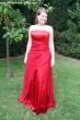 Ausgestelltes Abendkleid rot