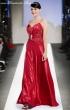 Kleid mit Brosche in rot