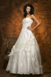 Corsagen Brautkleid mit Stickerei   weiss