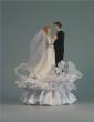 Brautpaar tanzend auf Spitzensockel